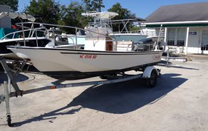 Boston Whaler Montauk 17'