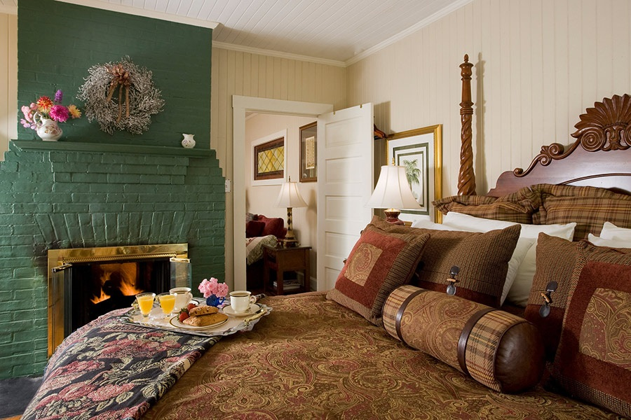 1889 WhiteGate Inn and Cottage - 7
