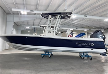 2021 Robalo 246 Cayman Biscayne Blue (IN STOCK) Boat