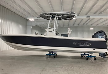 2021 Robalo 246 Cayman Shark Gray  Boat